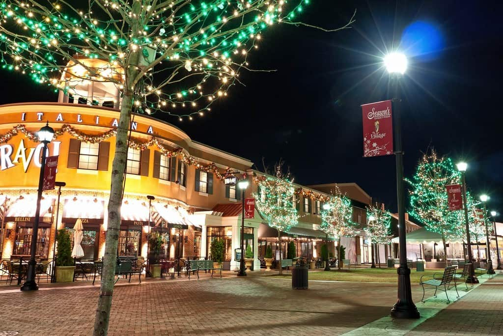 CHRISTMAS LIGHT INSTALLATION FOR SHOPPING CENTERS