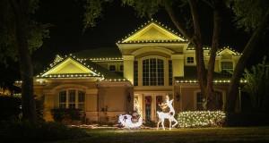 We Hang Christmas Light on Homes