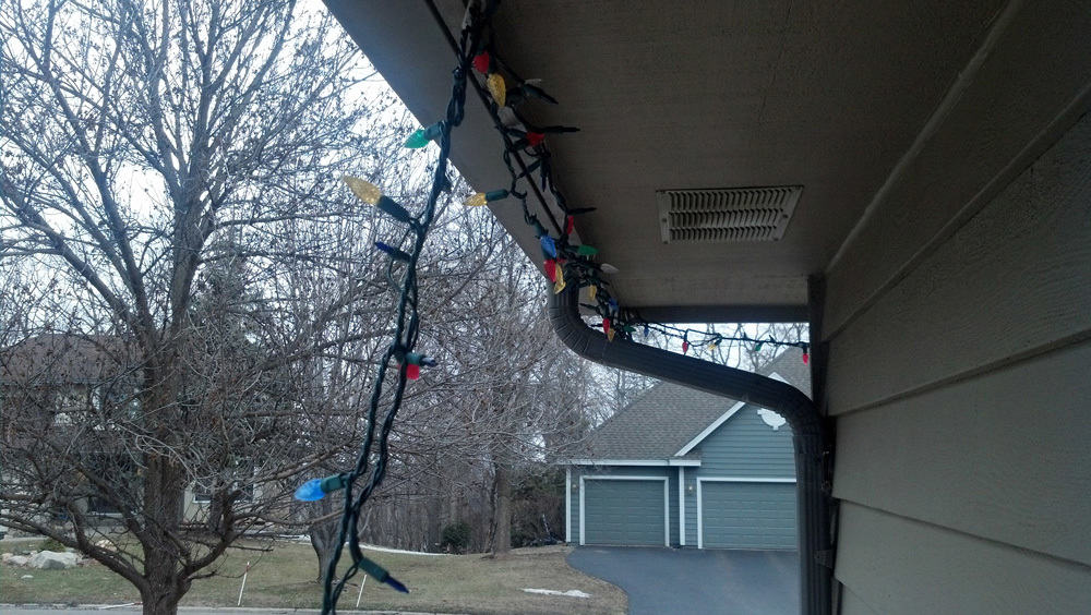 WHEN TO TAKE DOWN CHRISTMAS LIGHTS