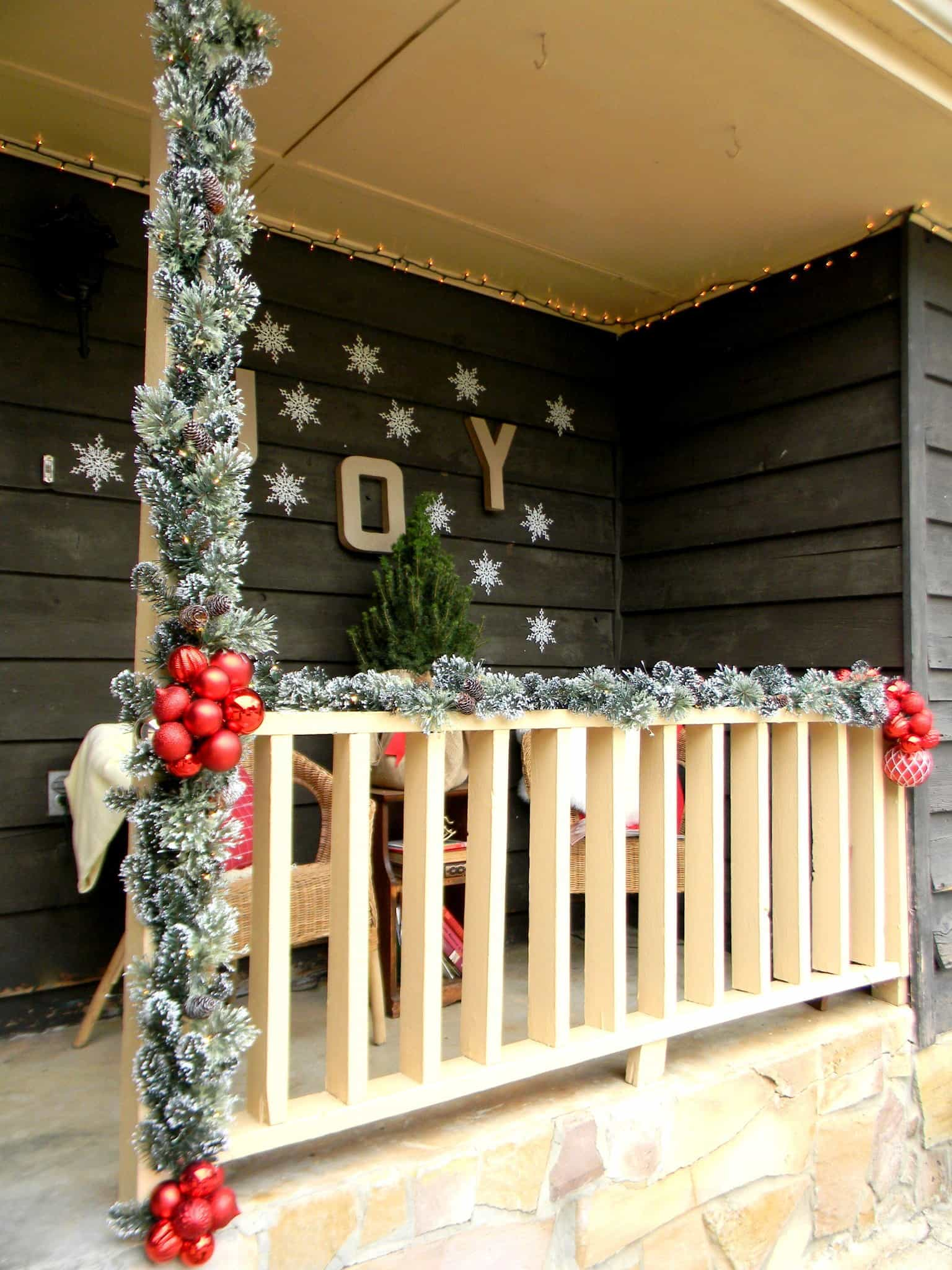 creative christmas decorating - Christmas Column Decorations