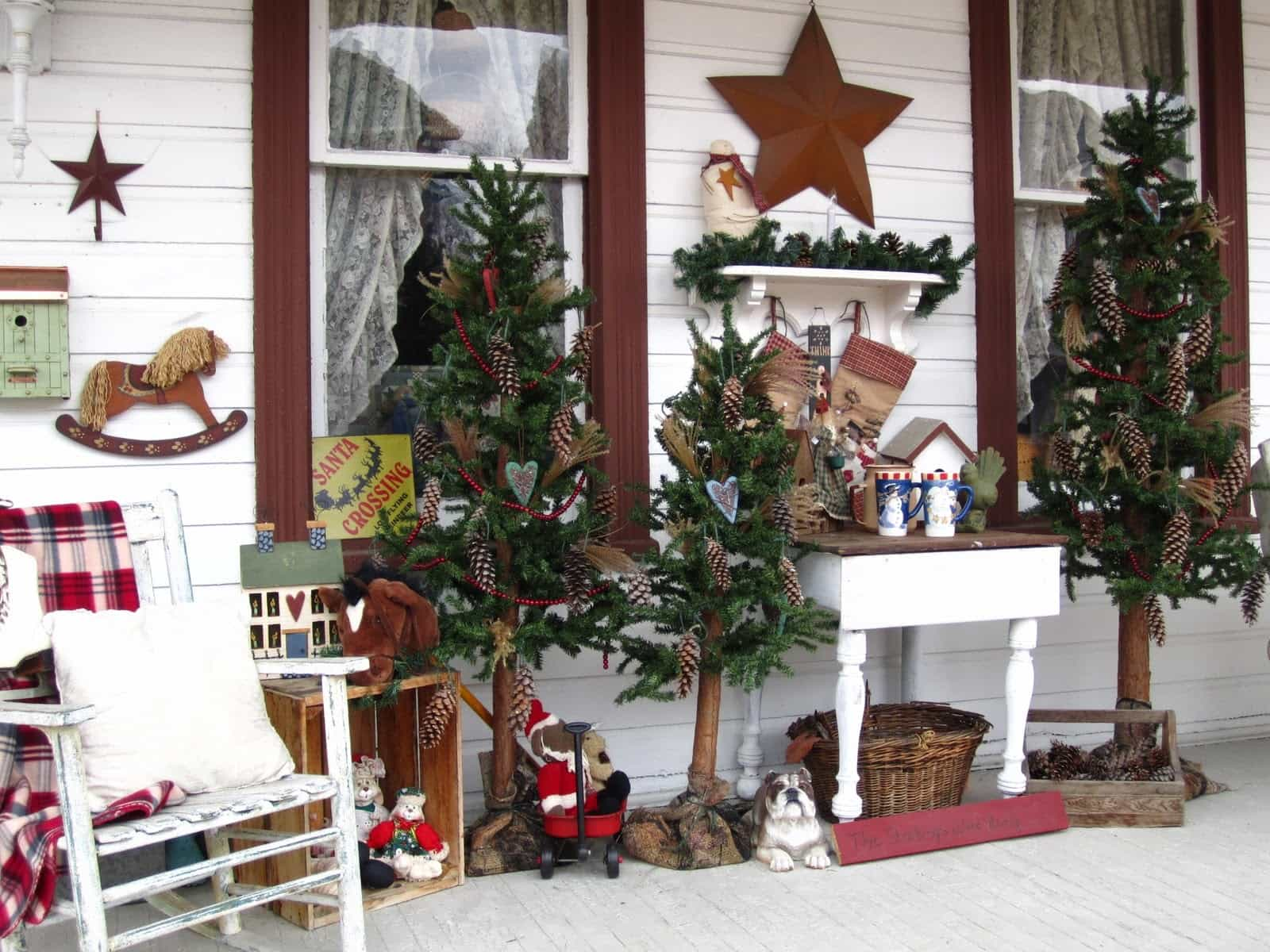 rustic front porch christmas decorating - Front Porch Christmas Decorations Ideas