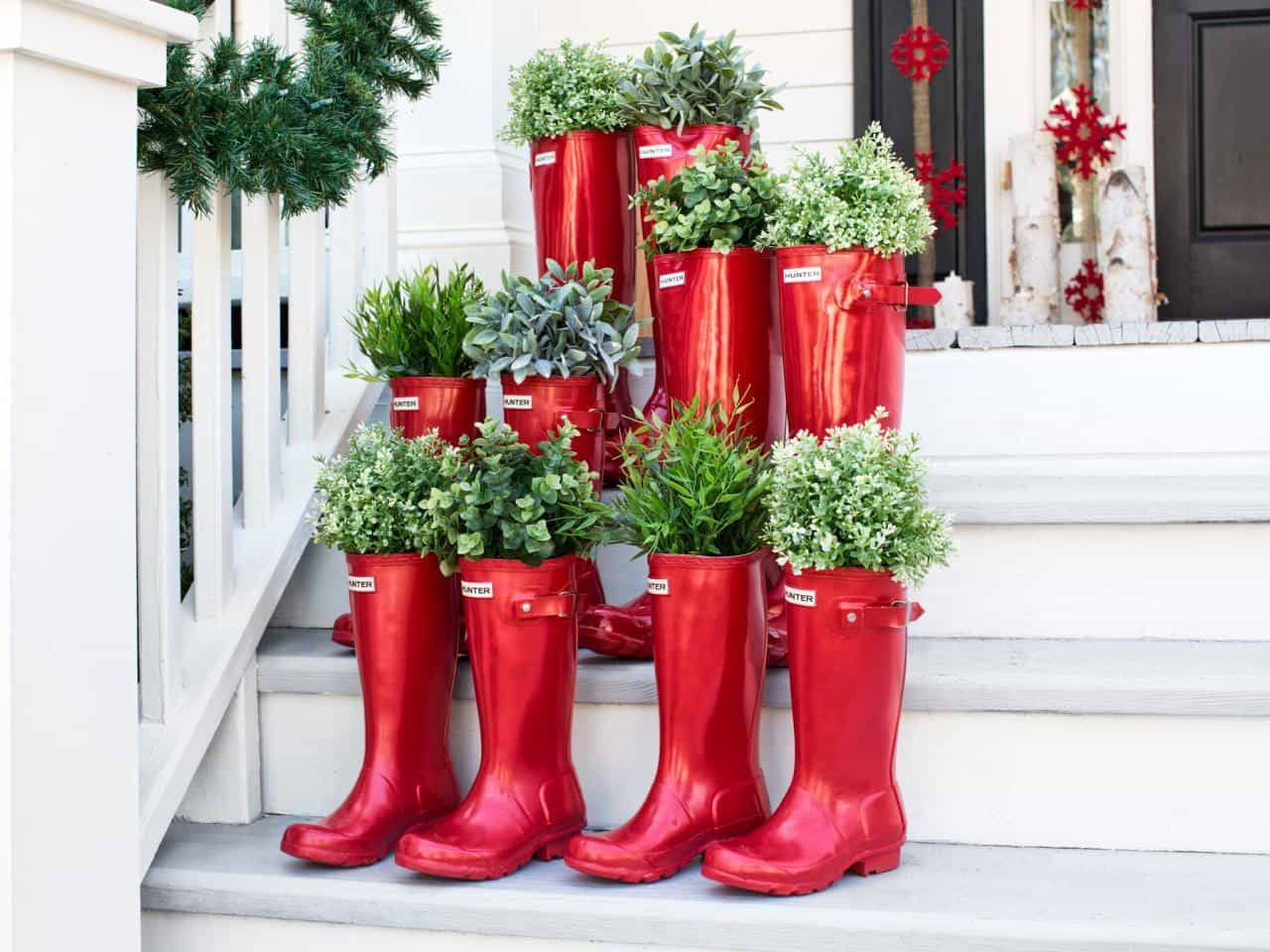 Creative outdoor christmas decorations - Creative Christmas Decorating For Your Porch