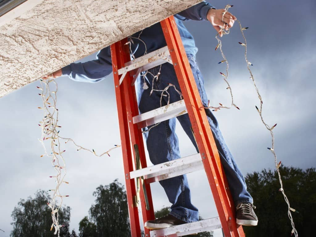 Christmas Light Installers Leave Up Lights