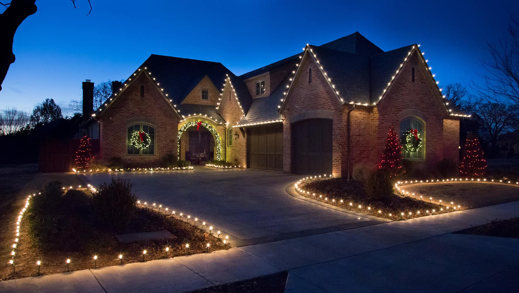 HOW TO START A CHRISTMAS LIGHT INSTALLATION BUSINESS