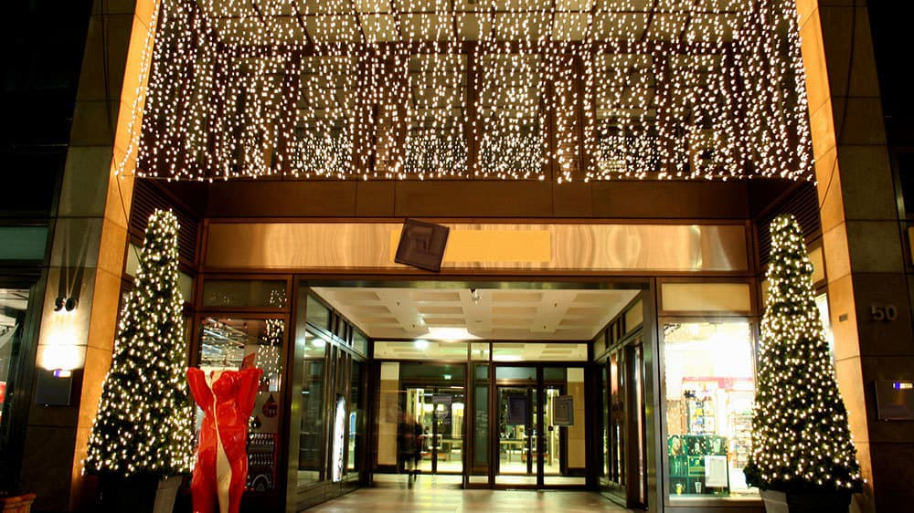 CHRISTMAS LIGHT INSTALLATION FOR RETAILERS