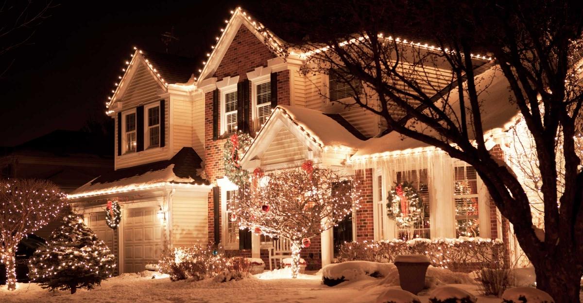 Christmas Light Hanging Service Decorations Photo Gallery - Christmas Lights Hanging Service