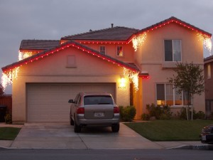red  christmas lights on roofline